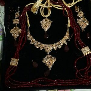 Gold colored 5 pcs traditional bridal jewllery set